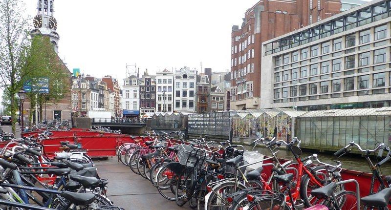 Amsterdam Fahrradparkplatz auf Schiff