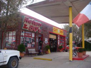 Eine alte Route 66 Tankstelle in Seligman, Arizona.