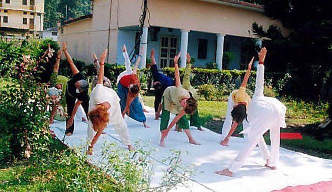 Yoga-Übungen im Freien