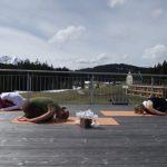 Yoga auf der Dachterrasse des Kransbach